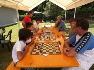 scacchi in giardino ad Allegretto